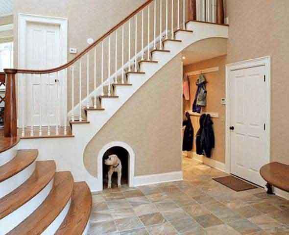 Aproveitar o vão da escada 004