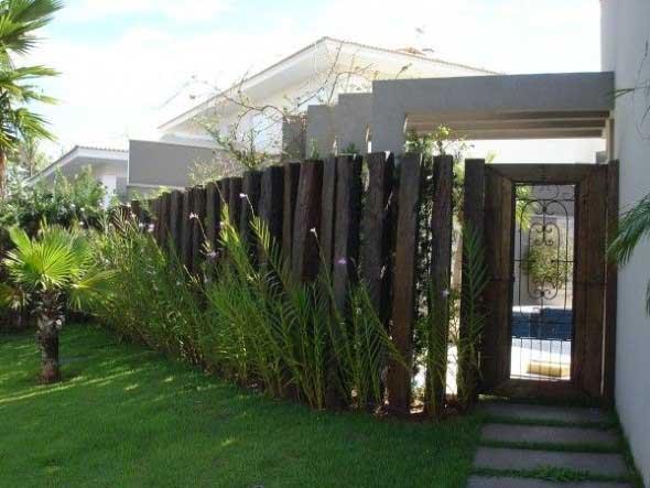 Casas com cercas de madeira 002