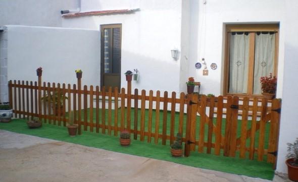 Casas com cercas de madeira 004