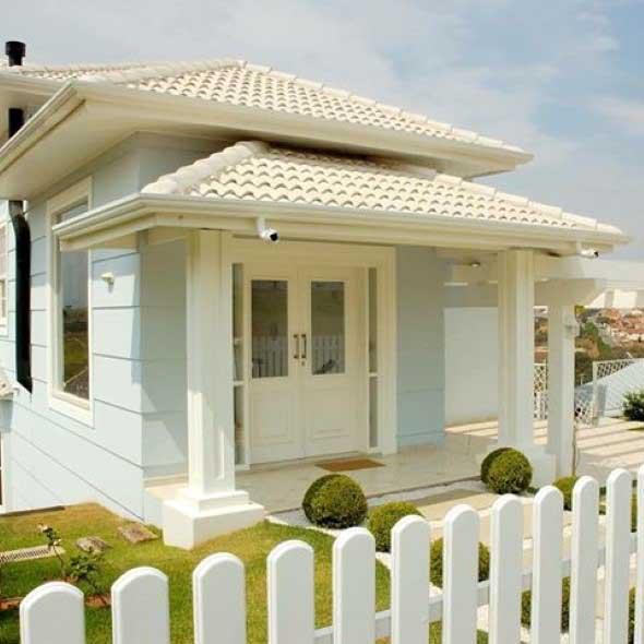Casas com cercas de madeira 005