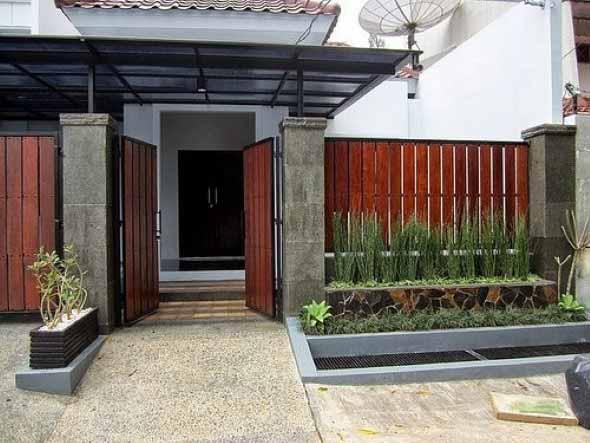 Casas com cercas de madeira 006