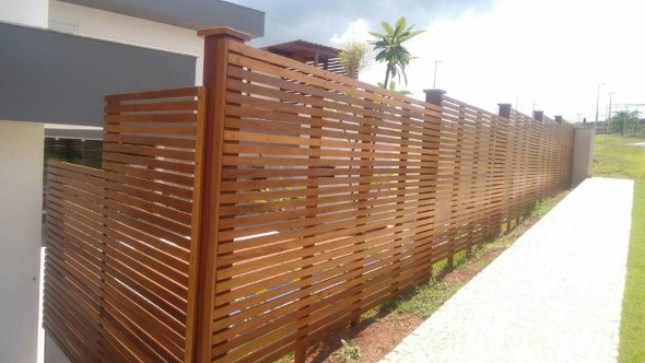 Casas com cercas de madeira 010