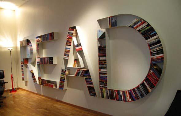 Prateleiras e estantes com formato de letras 002