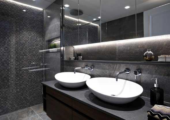 Banheiro de casal charmoso na decoração 002