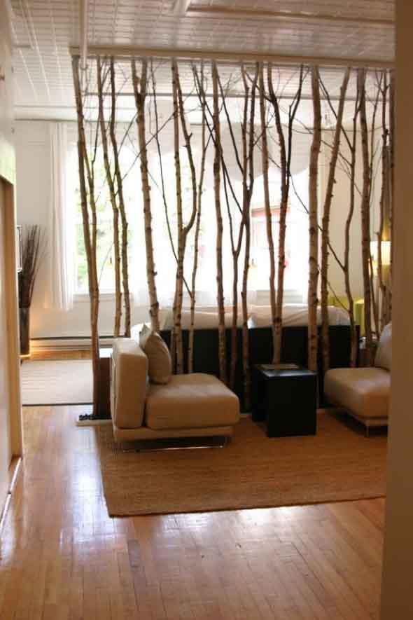 Troncos na decoração da sala de estar 003