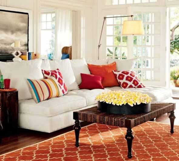 Almofadas coloridas na decoração 002