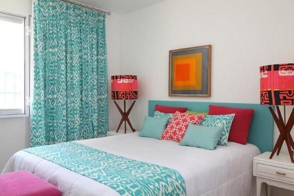 Almofadas coloridas na decoração 008