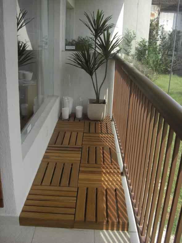 Decks de madeira na varanda 017