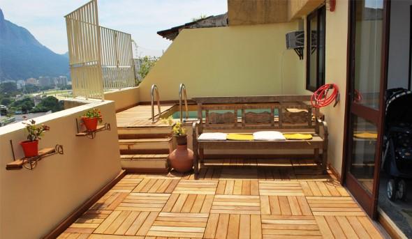 Decks de madeira na varanda 018