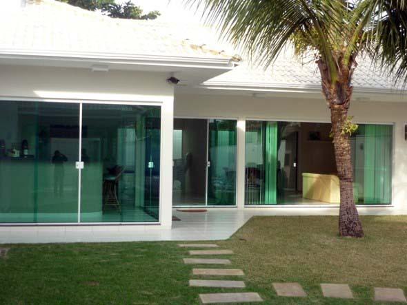 Fachadas de casa com vidros 009