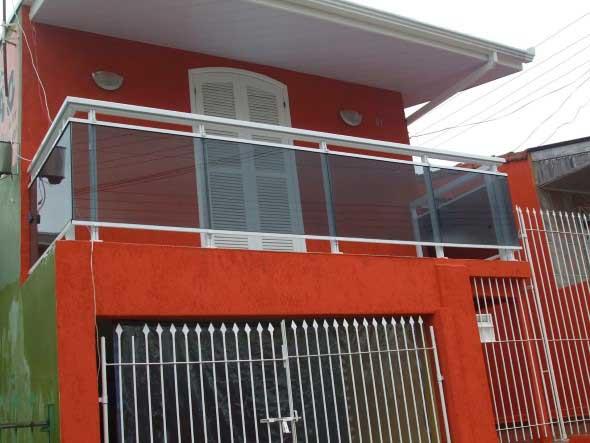 Fachadas de casa com vidros 013