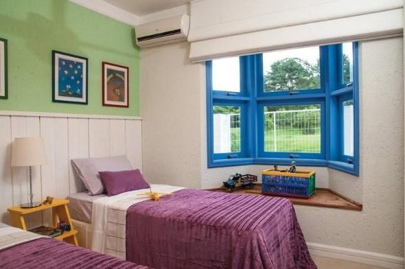 Janelas coloridas dentro de casa na decoração 001