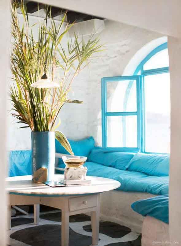Janelas coloridas dentro de casa na decoração 003