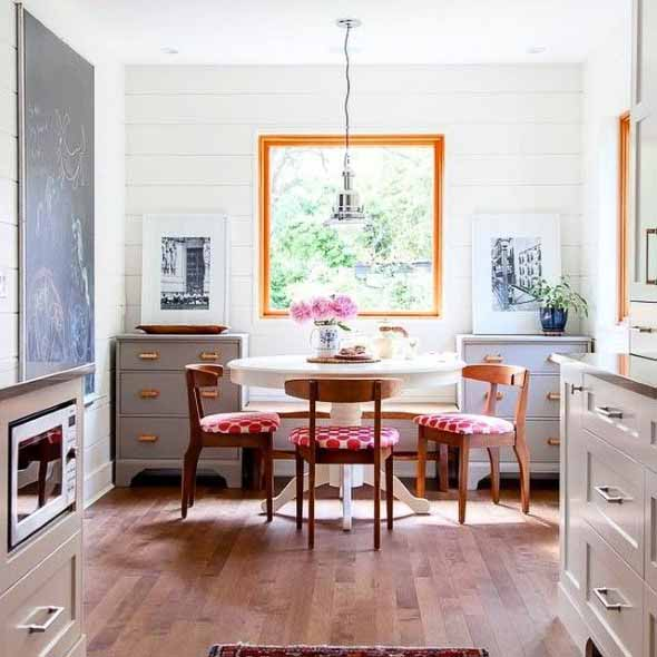 Janelas coloridas dentro de casa na decoração 014