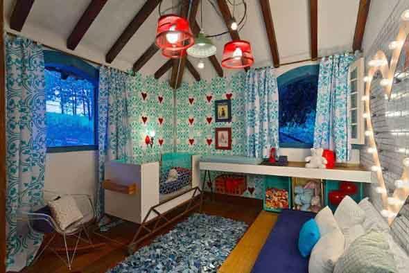 Janelas coloridas dentro de casa na decoração 024