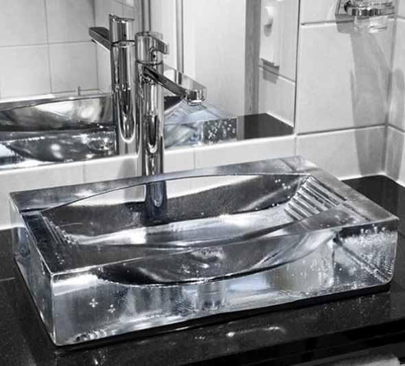 Pias de banheiro com estilo futurista 012