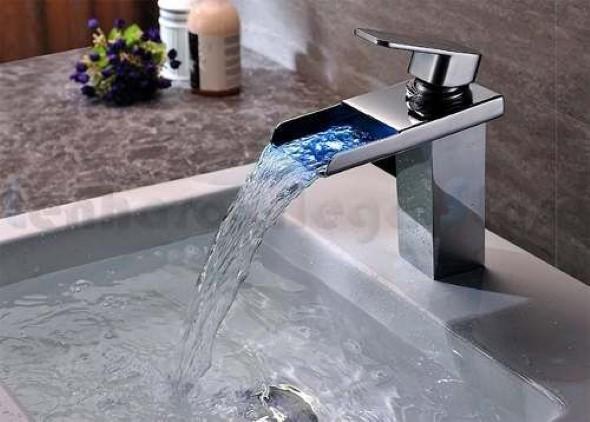 Pias de banheiro com estilo futurista 013