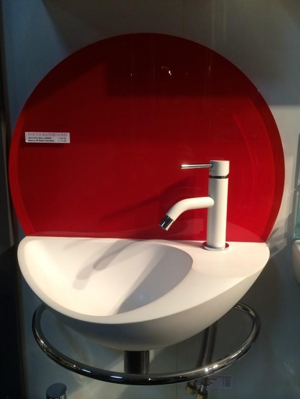 Pias de banheiro com estilo futurista 014