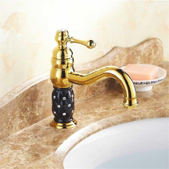 Pias de banheiro com estilo futurista 019