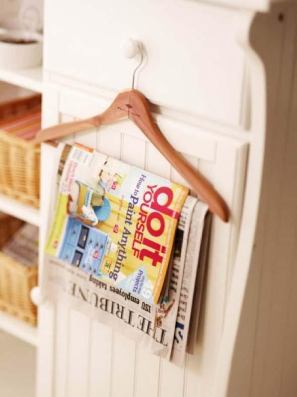 Suporte para jornais e revistas no banheiro 015