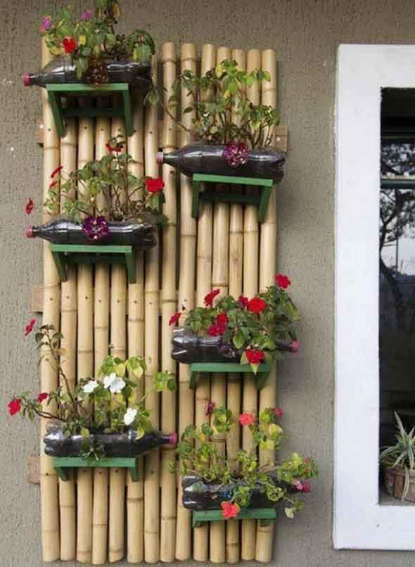 Jardim vertical com treliças pela casa 009
