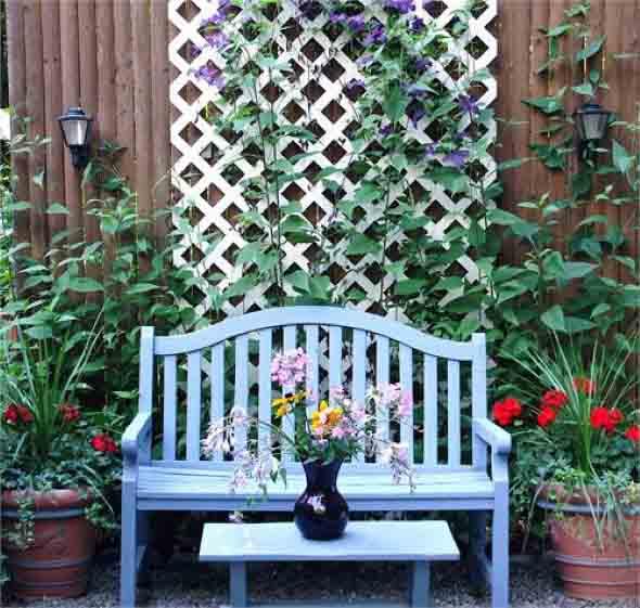 Jardim vertical com treliças pela casa 018