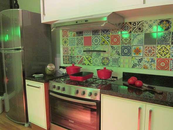 Azulejos estampados na cozinha 008