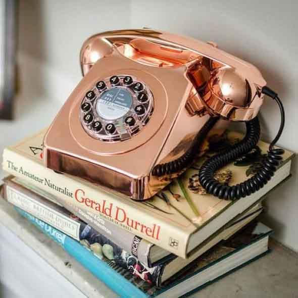 Decoração charmosa com telefones antigos 012