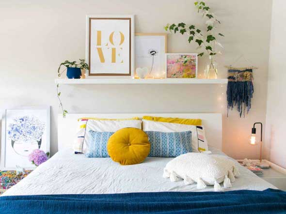 Prateleiras encima da cama 001