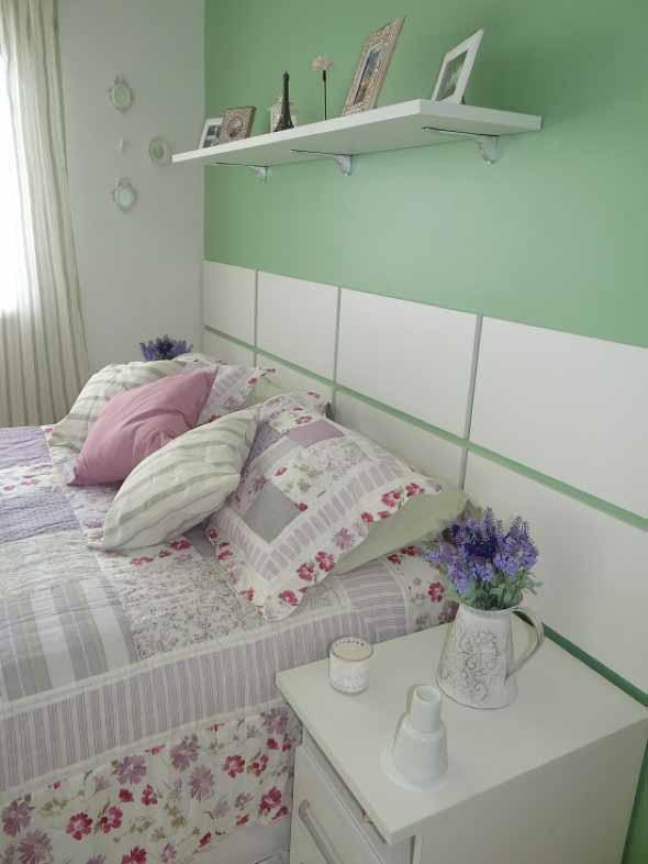 Prateleiras encima da cama 012