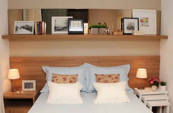 Prateleiras encima da cama 018
