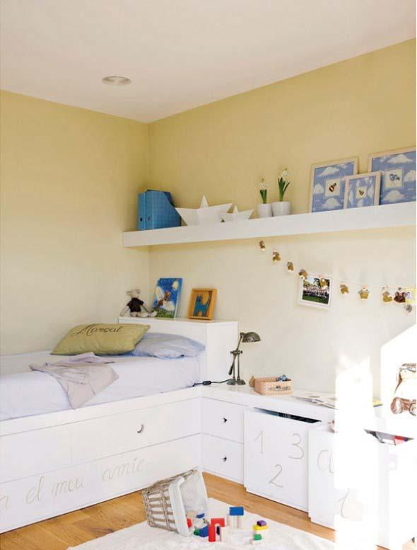 Prateleiras encima da cama 019