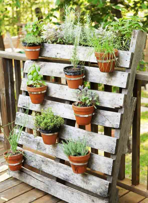 Paletes na varanda e no jardim 002