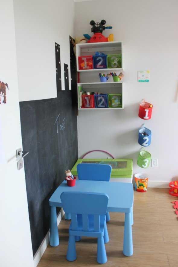 Parede lousa no quarto das crianças 012