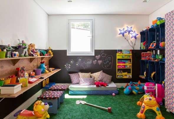 Parede lousa no quarto das crianças 016