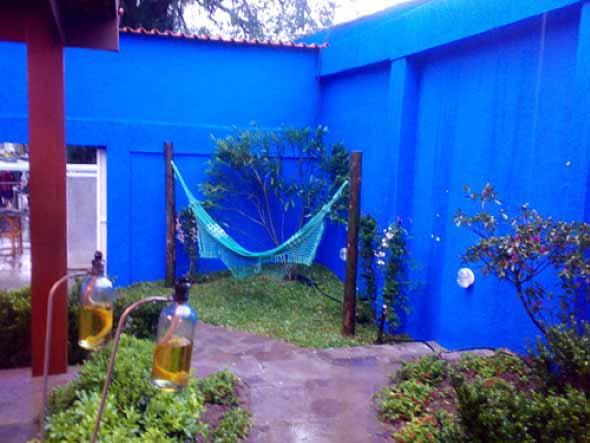 Colorido na varanda e jardim 010