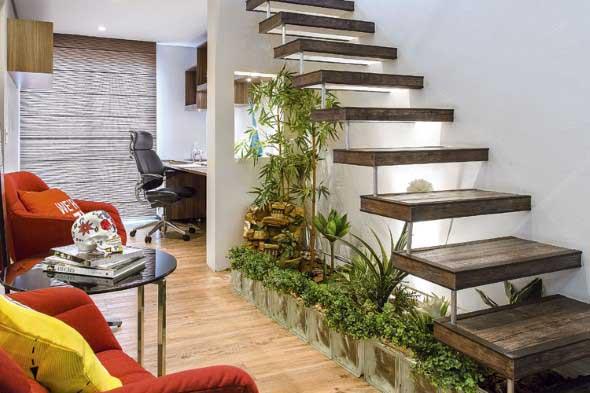 Jardim no vão da escada 005