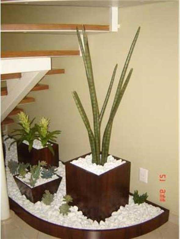 Jardim no vão da escada 008