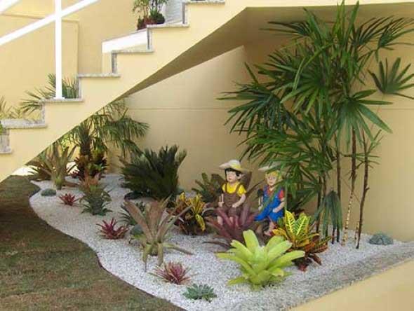 Jardim no vão da escada 009