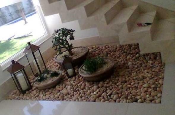Jardim no vão da escada 011