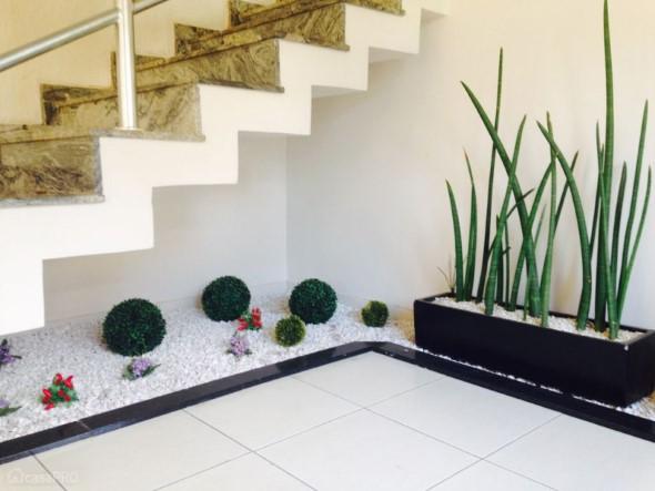 Jardim no vão da escada 013