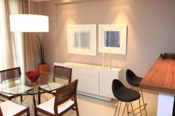 Mesas redondas na sala de jantar 005