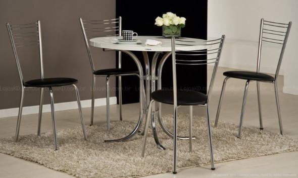 Mesas redondas na sala de jantar 012