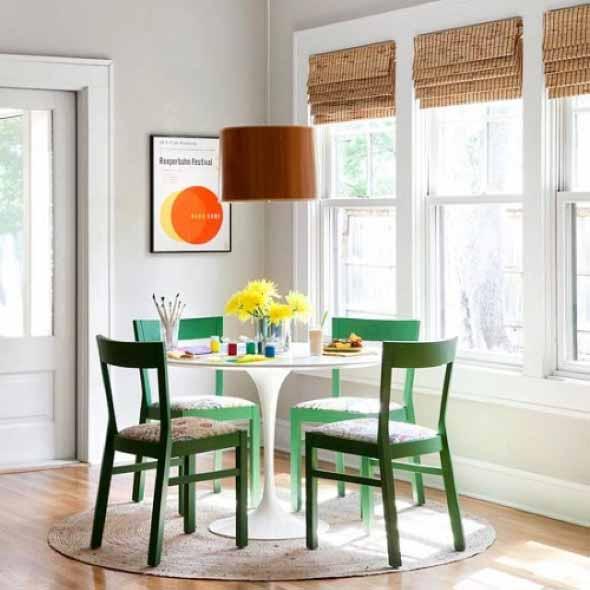 Mesas redondas na sala de jantar 015
