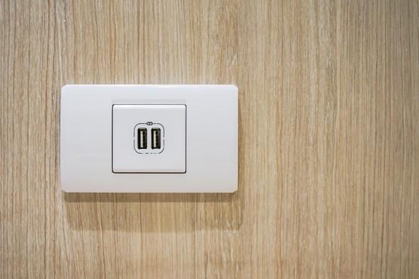 Tomada USB oferece muitas vantagens em casa.