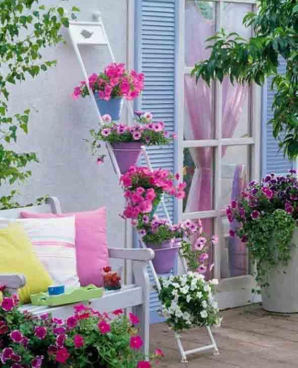 Vasos de flores na varanda 003