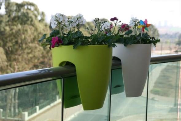 Vasos de flores na varanda 005