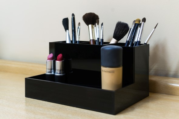 organizar pincéis de maquiagem 001