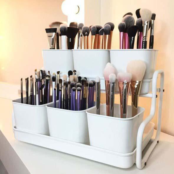 organizar pincéis de maquiagem 008