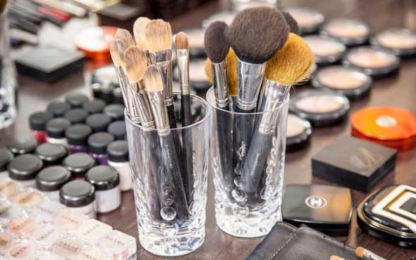 organizar pincéis de maquiagem 012